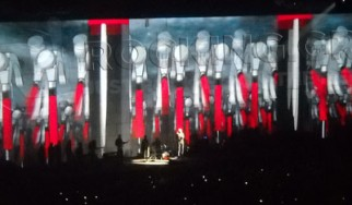 Roger Waters performing ''The Wall'' @ Nassau Veterans Memorial Coliseum (Uniondale, Νέα Υόρκη, Η.Π.Α.), 12/10/10