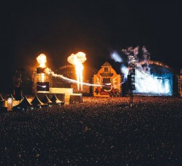 Hellfest 2016: Day 2 (Twisted Sister, Korn, Bring Me The Horizon, Disturbed, Within Temptation, Joe Satriani, Foreigner κ.α.) @ Clisson, Γαλλία, 18/06/16