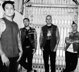 Oι Avenged Sevenfold διασκευάζουν Beach Boys!