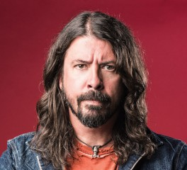 O Dave Grohl ντύνεται David Letterman και διασκευάζει Metallica
