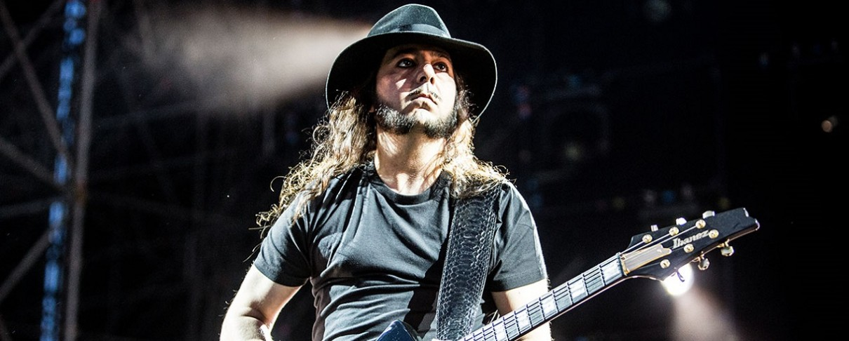 Πρώτο single από τους Daron Malakian And Scars On Broadway