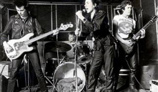 «Η αλήθεια βρίσκεται στους Sex Pistols! Γκέγκε;»