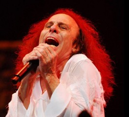 Ronnie James Dio live in Greece - Ένα μαγικό ταξίδι από το 1993 έως το 2009