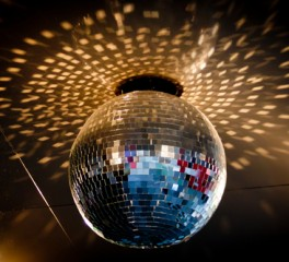 Τα disco τραγούδια που λάτρεψαν οι ροκάδες