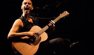 «10»: Πειστήρια της μουσικής ευφράδειας του Asaf Avidan