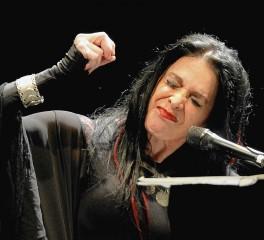 «10»: Αλλόκοτες live εμφανίσεις της σκοτεινής Diamanda Galas