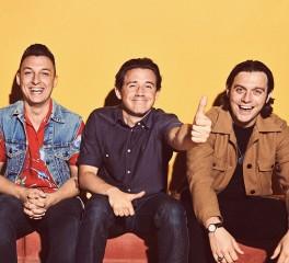 «10»: Τραγούδια των Arctic Monkeys που πεθαίνουμε να ακούσουμε στο ραδιόφωνο