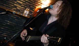 Danny Cavanagh (acoustic) @ Texas Club, 04/01/07