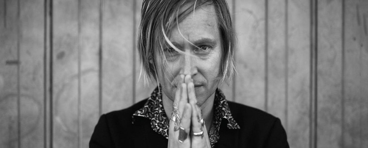 «A Buyer's Guide»: Dennis Lyxzén (Refused, The (International) Noise Conspiracy)