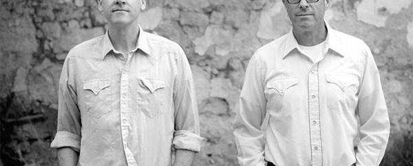 Calexico: «Η μουσική μας έχει πάθος - για αυτό αρέσει στους Έλληνες»