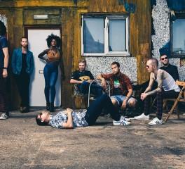London Afrobeat Collective: «Ως μουσικοί έχουμε το καθήκον να μιλήσουμε»