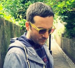 Vassilikos: «Αν δε ρισκάρεις, τότε μόνο τέχνη δεν είναι αυτό που κάνεις»