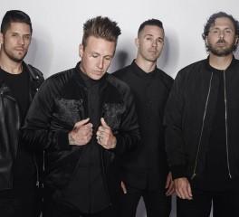 Papa Roach: «Η μουσική είναι άρρηκτα συνδεδεμένη με τη μόδα»