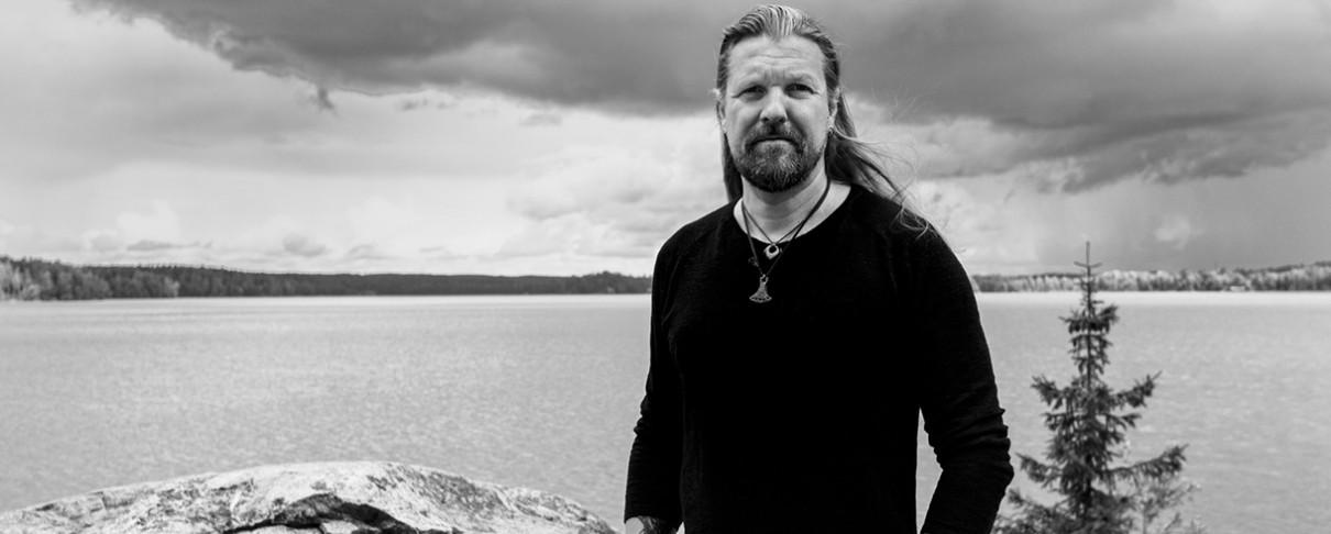 Esa Holopainen: «Δε μου αρέσει η μουσική να γίνεται επίδειξη τεχνικής»