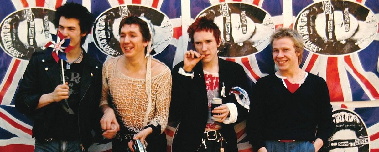 Αναμνηστικά των Sex Pistols παραδίδονται στις φλόγες