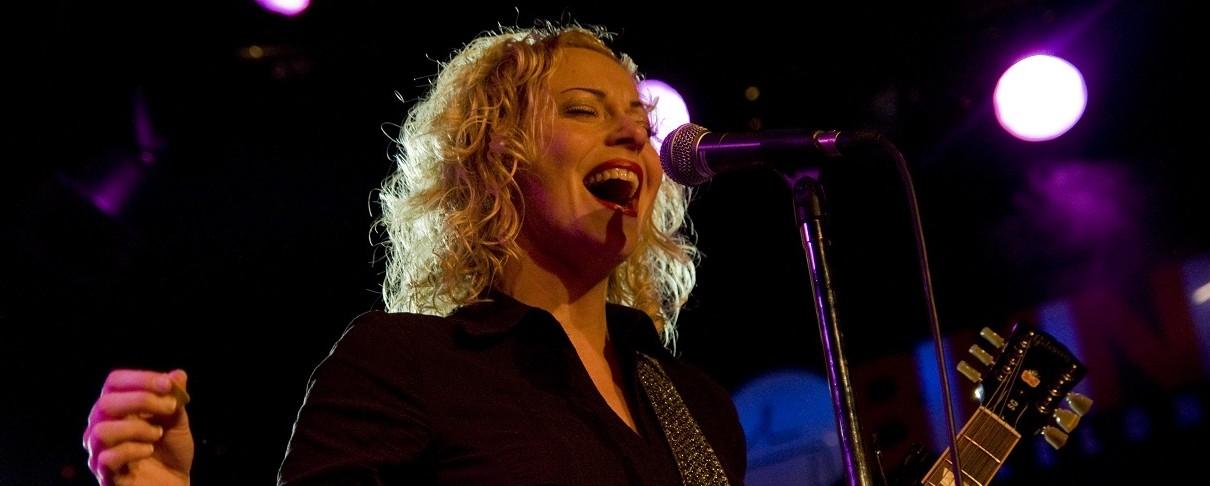 VUUR, η νέα μπάντα της Anneke Van Giersbergen