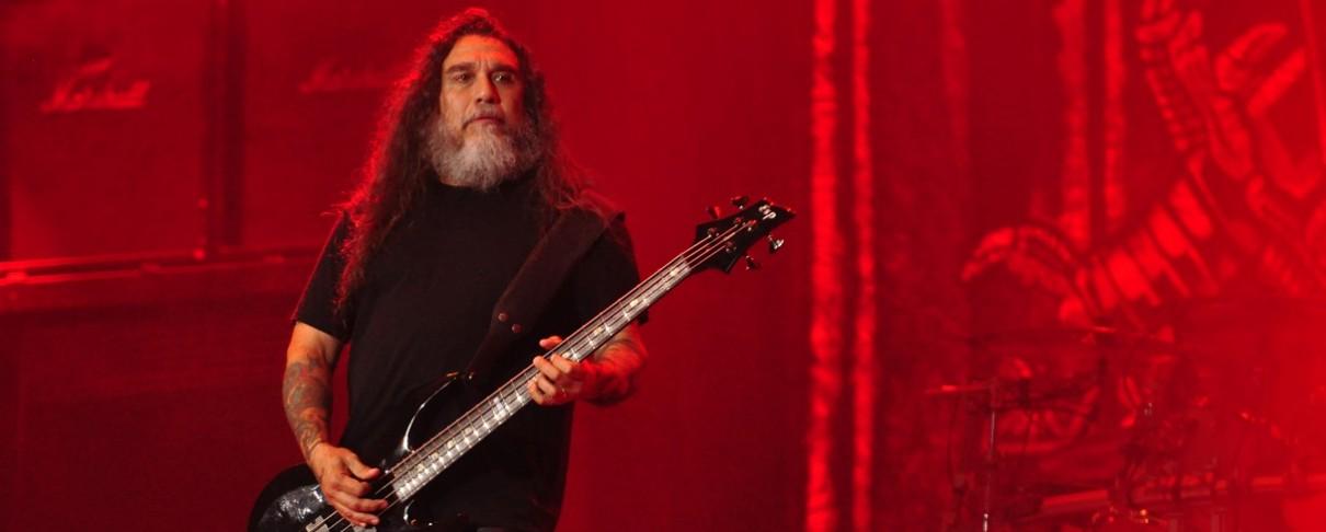 Μέλος του κοινού …φτύνει τον Tom Araya σε συναυλία των Slayer (video)