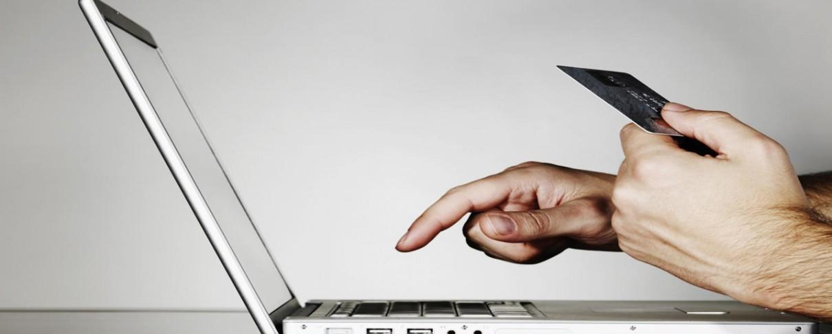 Τέλος η επιβάρυνση στις online αγορές