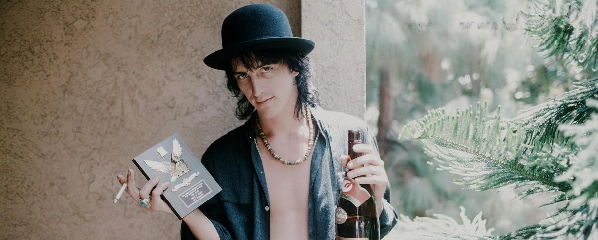 Ο Izzy Stradlin των Guns N' Roses διασκευάζει JJ.Cale