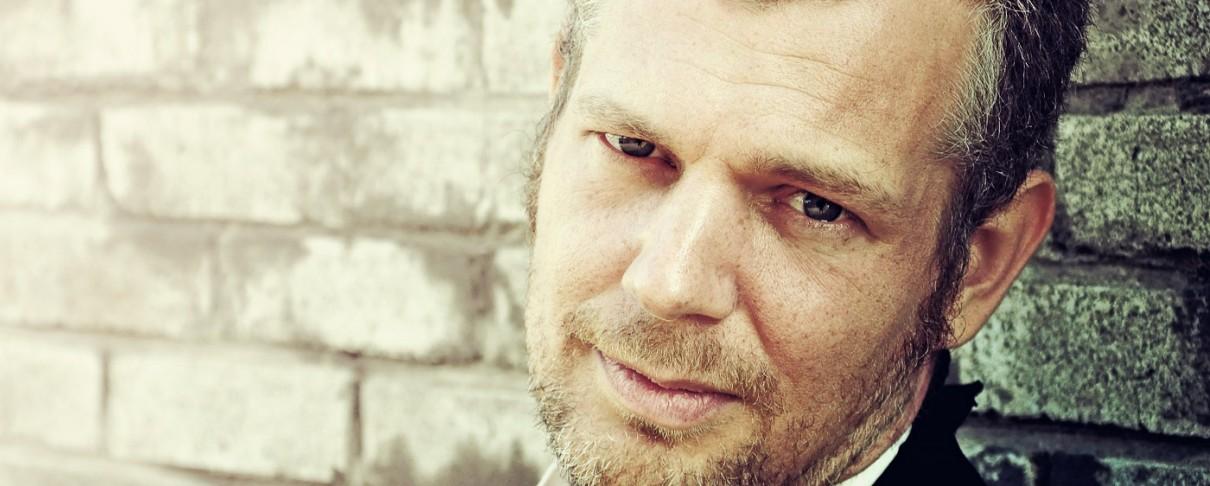 Ο Άγγλος μάγος της σκοτεινής folk, Matt Elliott, επιστρέφει στην Ελλάδα