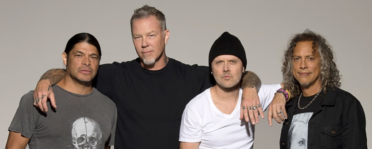 """Οι Metallica τραγουδούν το """"Enter Sandman"""" σε super market"""