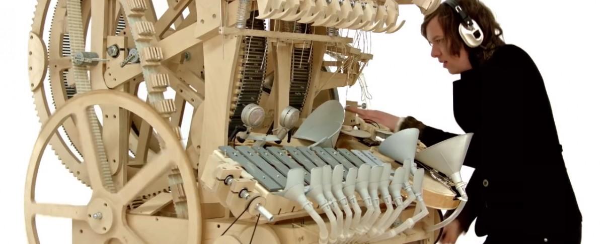 Σουηδός παίζει μουσική με 2.000 μπίλιες και ένα μοναδικό όργανο