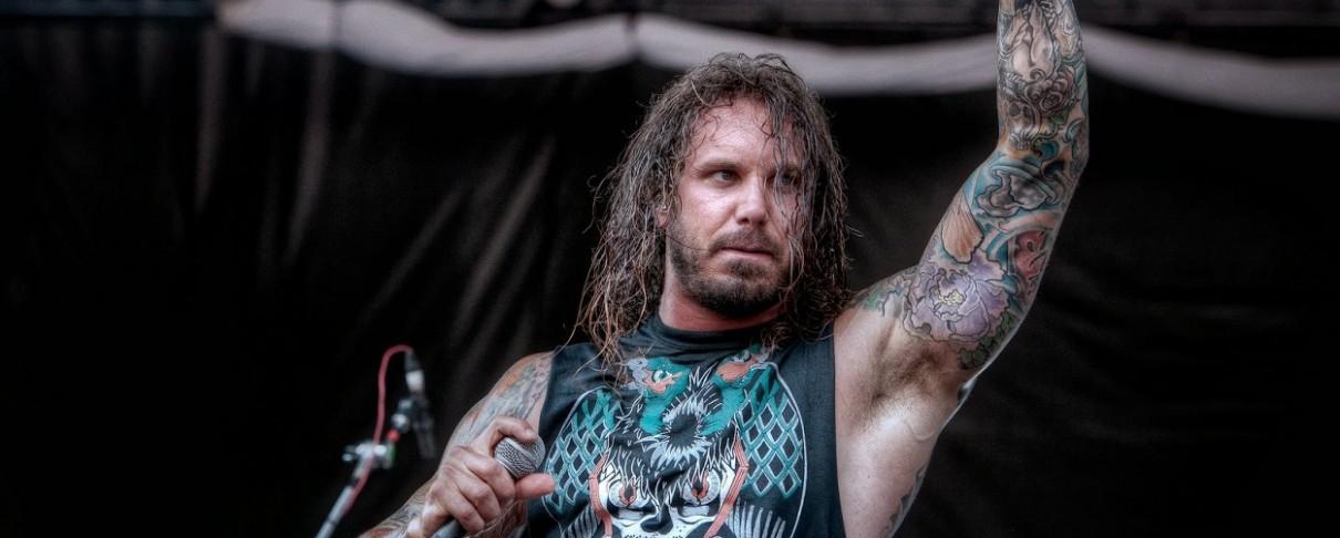 Ο Tim Lambesis των As I Lay Dying ζητάει 35 εκατομμύρια δολάρια επειδή μεγάλωσε το στήθος του