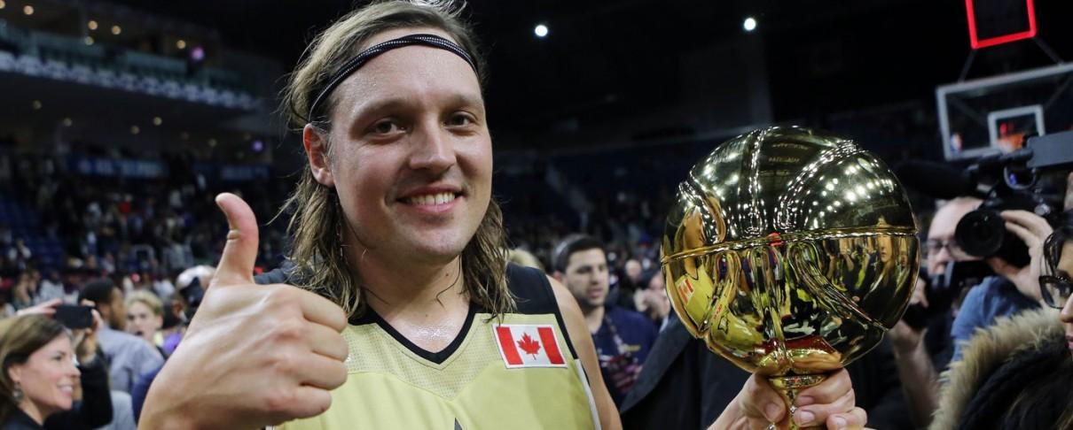Ο Win Butler των Arcade Fire φιμώνεται σε αγώνα του NBA