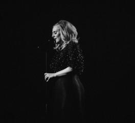 Η Adele αφιερώνει στην πιο …cool motherfucker περσόνα που έχει περπατήσει στον πλανήτη