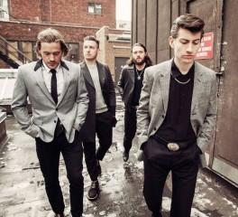 Οι Arctic Monkeys συναντιούνται στο Sheffield με τις φήμες για νέο δίσκο να φουντώνουν