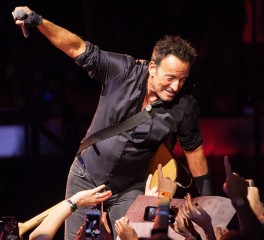 Ποια τραγούδια θα ήθελε μαζί του ο ναυαγός Bruce Springsteen;