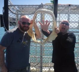 Ο τραγουδιστής των Disturbed σε… κλουβί για καρχαρίες (video)