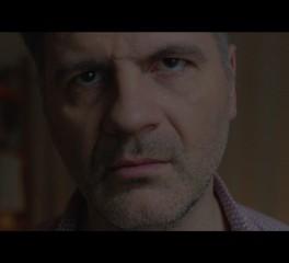 Ο Φοίβος Δεληβοριάς παρουσιάζει το νέο του video