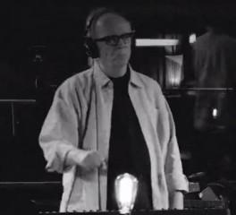 O John Carpenter ηχογραφεί ξανά κομμάτια από κλασικές ταινίες του