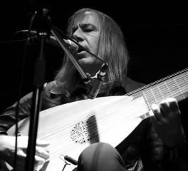 Ο Ολλανδός λαουτίστας Jozef Van Wissem στην Ελλάδα για δύο εμφανίσεις