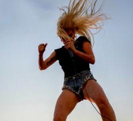 Josh Homme, Beck και Florence Welch στο νέο δίσκο της Lady Gaga
