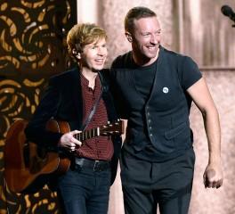 """Νέα """"boy band"""" με τους Beck, Chris Martin και Chad Smith (video)"""