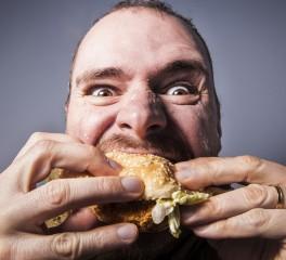 Σεκιουριτάς απολύεται γιατί μασαμπούκιαζε burger σε συναυλία του Peter Murphy