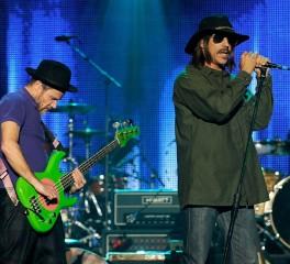 Οι Red Hot Chilli Peppers συνεργάζονται με τον παραγωγό των Radiohead
