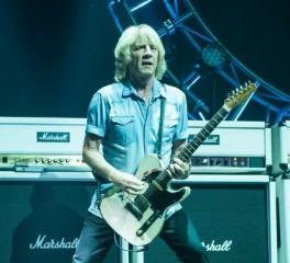 «Έφυγε» από τη ζωή ο κιθαρίστας των Status Quo, Rick Parfitt