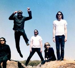 Οι Black Angels διασκευάζουν Beach Boys και παρουσιάζουν το νέο τραγούδι τους