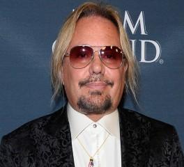 Ομολόγησε ενοχή για ξυλοδαρμό ο τραγουδιστής των Motley Crue-Δίχως κατηγορίες ο Nicolas Cage