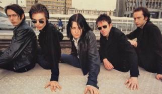 """Οι Suede επανακυκλοφορούν το εμβληματικό """"Coming Up"""" του 1996"""