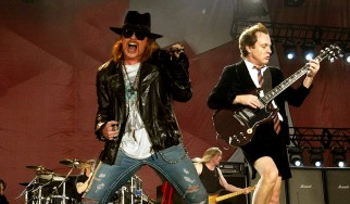 O Axl Rose στους AC/DC;
