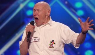 """82χρονος τραγουδά το """"Bodies"""" των Drowning Pool σε talent show"""