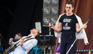 Οι Last Shadow Puppets αποτίουν φόρο τιμής στον David Bowie