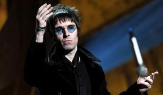 Ο Liam Gallagher απειλεί να σφαλιαρίσει fan των Oasis (video)