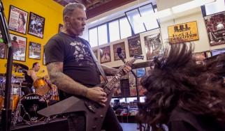 Ολόκληρη η εμφάνιση των Metallica σε δισκοπωλείο της Καλιφόρνια