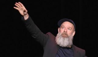 Ο Michael Stipe των REM επιστρέφει στη μουσική