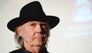 O Neil Young ενθαρρύνει τους fans να «κατεβάσουν» παράνομα το νέο του δίσκο